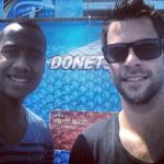Hidde (trainer) en ik voor het Donetsk Stadion